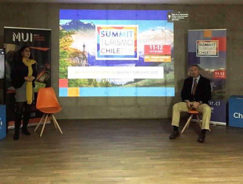 Andrea Wolleter y Ricardo Margulis, de FEDETUR, en el lanzamiento a la prensa del Summit Turismo Chile 2018.