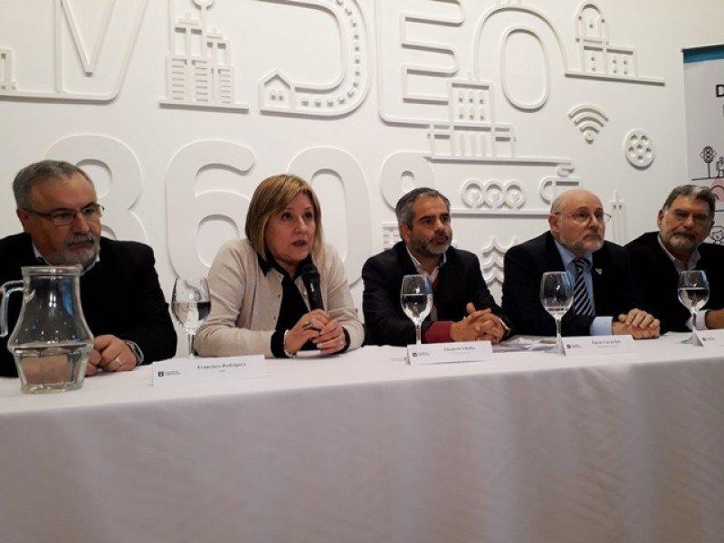 Autoridades de la Intendencia, AHRU, la Cámara de Turismo y Montevideo Bureau explicaron los fundamentos de la tasa turística.