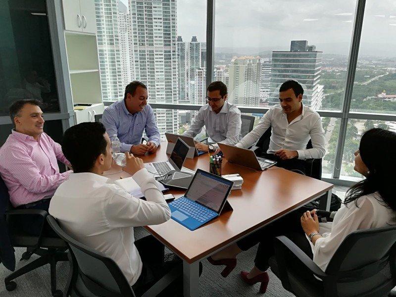 Equipo de ALTA en su nueva sede en Ciudad de Panamá.