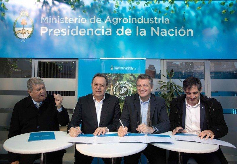 """Santos: """"El vino es uno de los grandes productos turísticos de Argentina"""""""