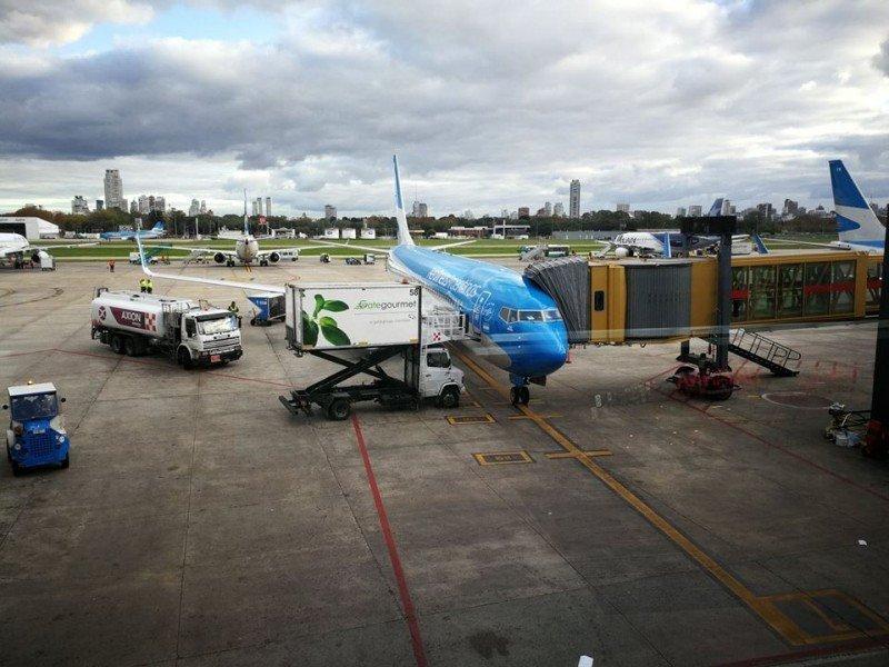 Argentina suspende aumento de tasas aéreas hasta diciembre