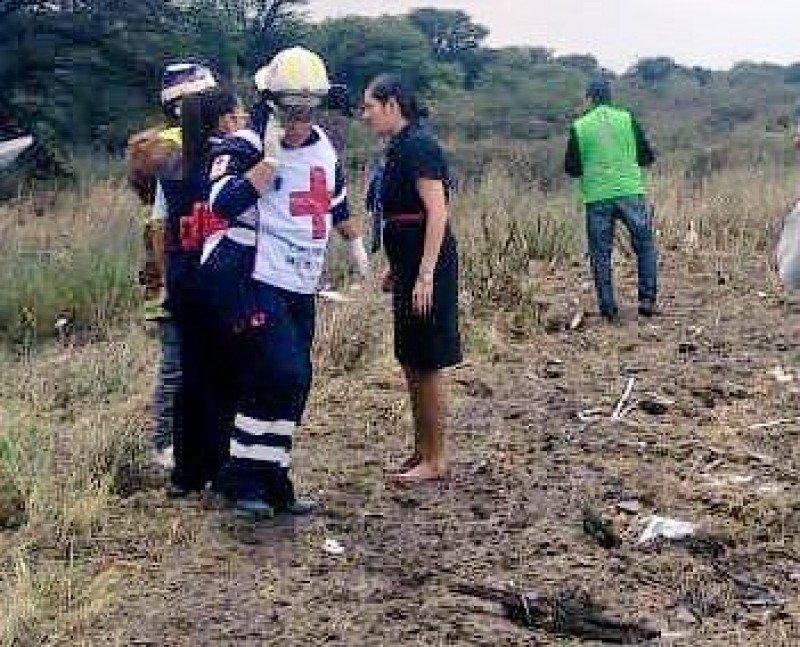 La tripulante Brenda Zavala en el lugar del accidente.
