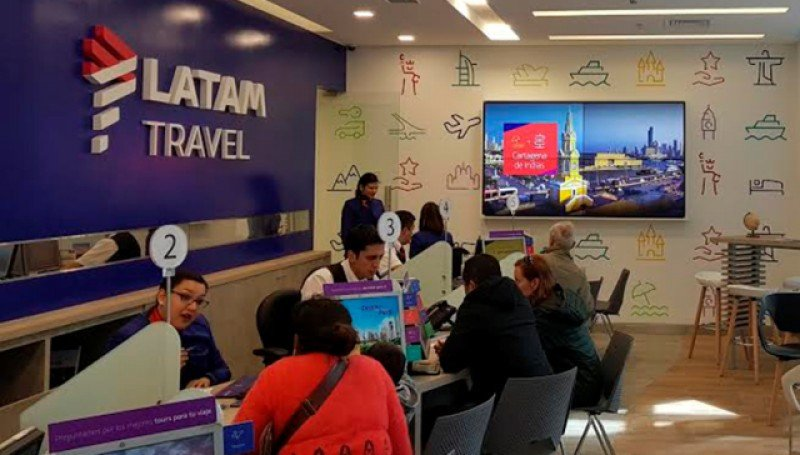 Local de LATAM Travel en el shopping Costanera Center, Santiago de Chile.
