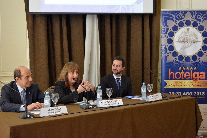 De izq a dcha: Aldo Elías (Presidente de AHT y CAT); Graciela Fresno (Presidenta FEHGRA); Gonzalo Páez (Director de Ferias Argentinas)