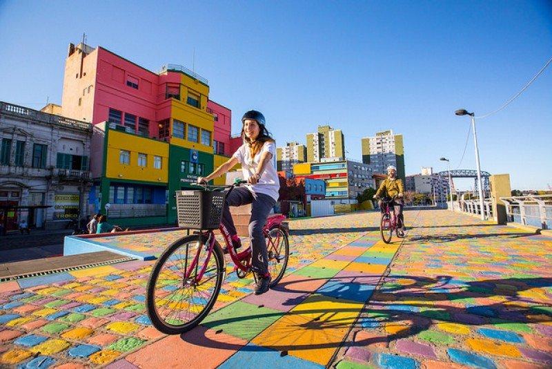 Buenos Aires en bicicleta. Gentileza Ente de Turismo de la Ciudad de Buenos Aires: travel.buenosaires.gob.ar'.