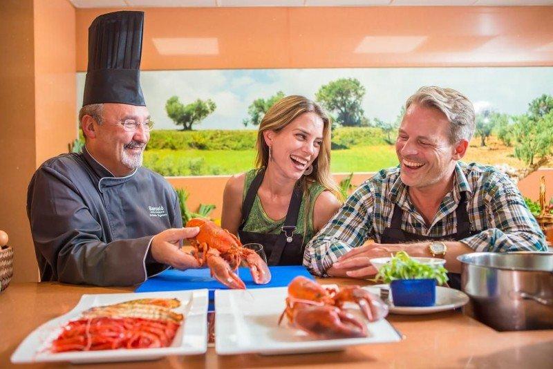En el restaurante DYI de La Bobadilla los clientes pueden aprender del chef y preparar un menú degustación para cinco personas.