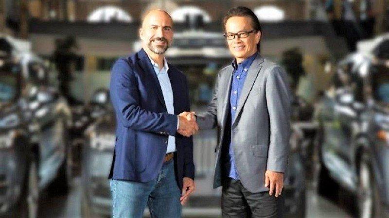 El CEO de Uber, Dara Khosrowshahi (i), y el VP ejecutivo de Toyota Motor, Shigeki Tomoyama (d) (Foto: Toyota).