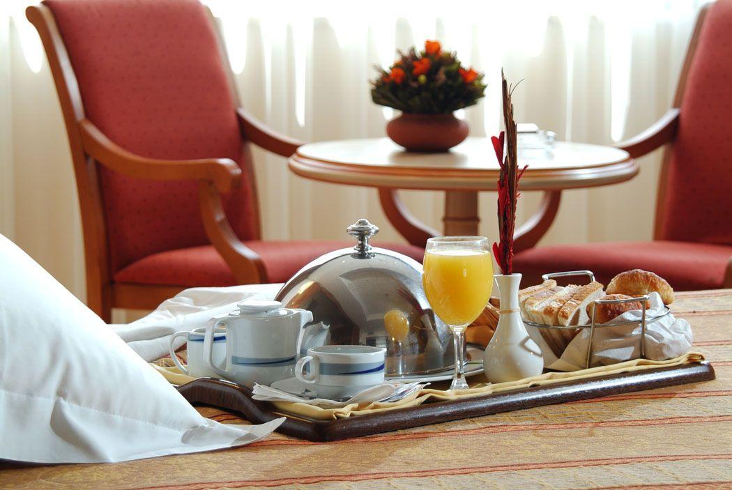 Imagen La recepción del hotel y el servicio de habitaciones, ahora por WhatsApp