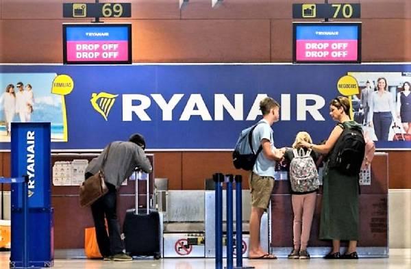 Imagen La tasa de Ryanair por el equipaje de mano comienza a traerle consecuencias