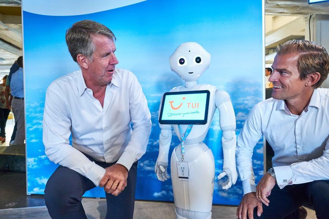 Imagen TUI da la bienvenida a su primer robot en plantilla