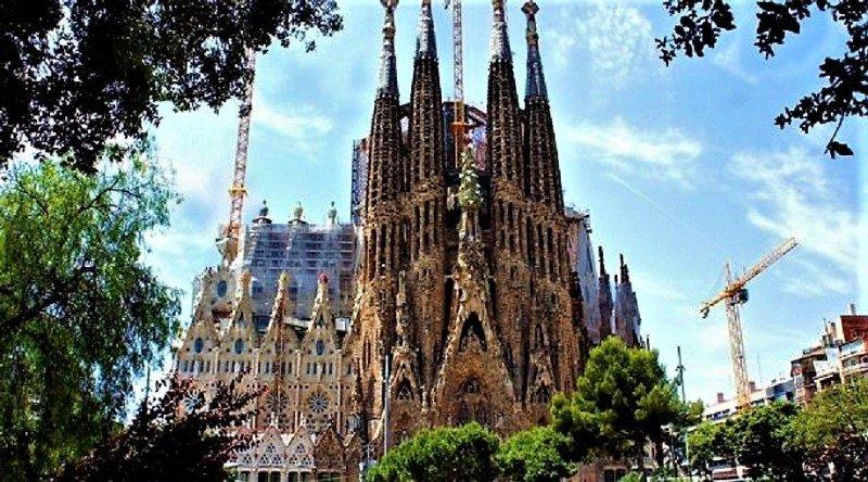 El Templo Expiatorio de la Sagrada Familia es la obra maestra de Gaudí, y el máximo exponente de la arquitectura modernista catalana (TripAdvisor).