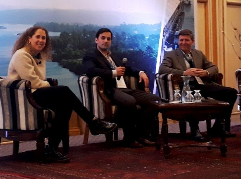 Verónica Goldfart, de Google Chile; Agustín García, coordinador de negocios online de Google; Sergio Purcell, vicepresidente de ACHET