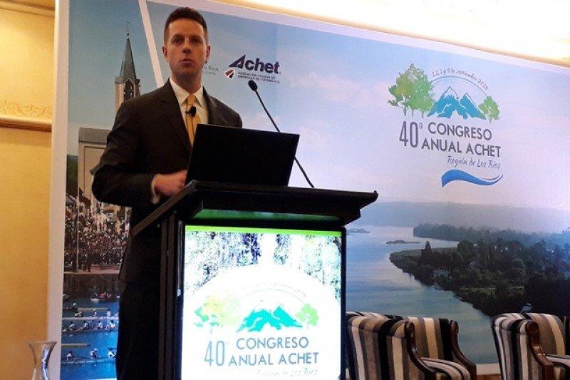 Scott Lantz, CEO regional de Emirates, en el congreso de ACHET en Chile.