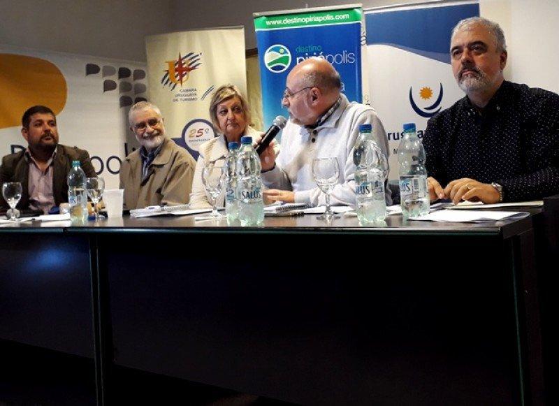 Varias propuestas de descuentos y beneficios para aplicar desde octubre fueron analizadas en la reunión de la Cámara Uruguaya de Turismo en Piriápolis.