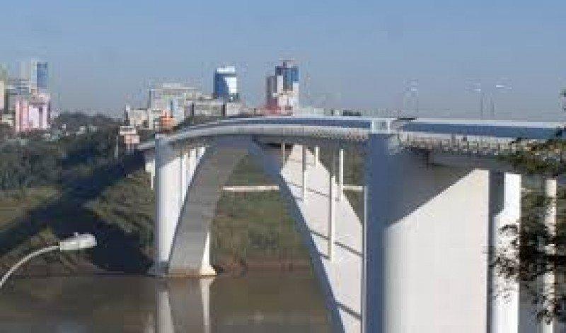 El Puente de la Amistad, el único entre Paraguay y Brasil, fue recientemente reformado.