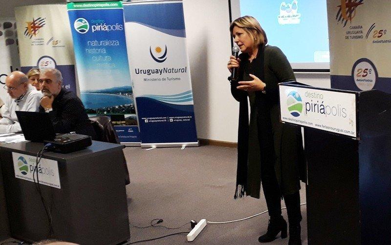 Elizabeth Villalba expuso los avances del proyecto de Montevideo Destino Inteligente en la reunión de la CAMTUR en Piriápolis así como en el Encuentro Regional de Destinos en Rosario, Argentina.