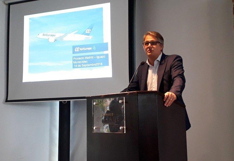 Diego García, director de Air Europa para América, en una presentación en Montevideo.