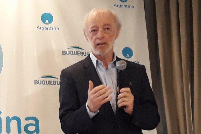 Juan Carlos López Mena, titular de Buquebus, en la presentación junto a Argentina realizada en Montevideo.