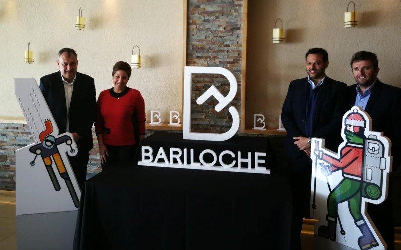 De izq a dcha: Gustavo Genusso (intendente de Bariloche); Arabela Carreras (Ministra de Cultura y Turismo de Río Negro); Gastón Burlón (Presidente del EMPROTUR); Néstor Denoya (Presidente de la Cámara de Turismo de Río Negro)