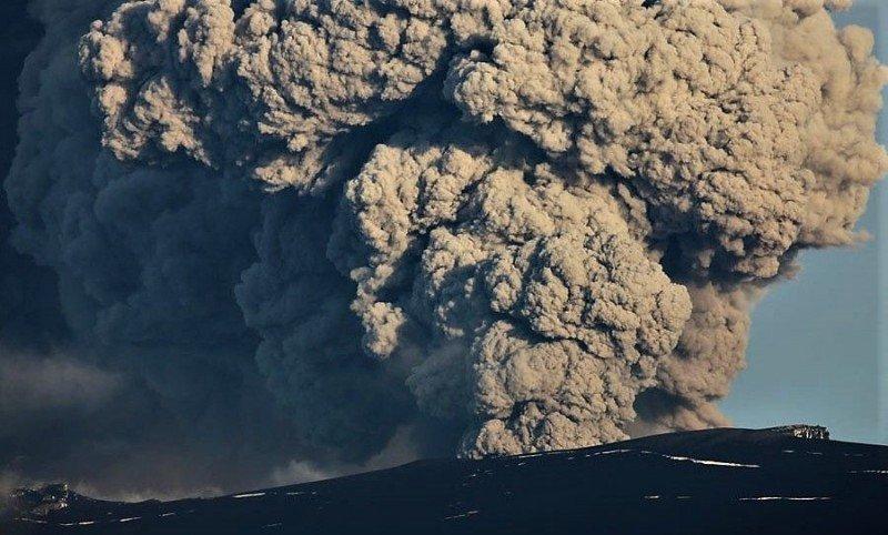 Nube de ceniza del volcán Eyjafjallajokull.