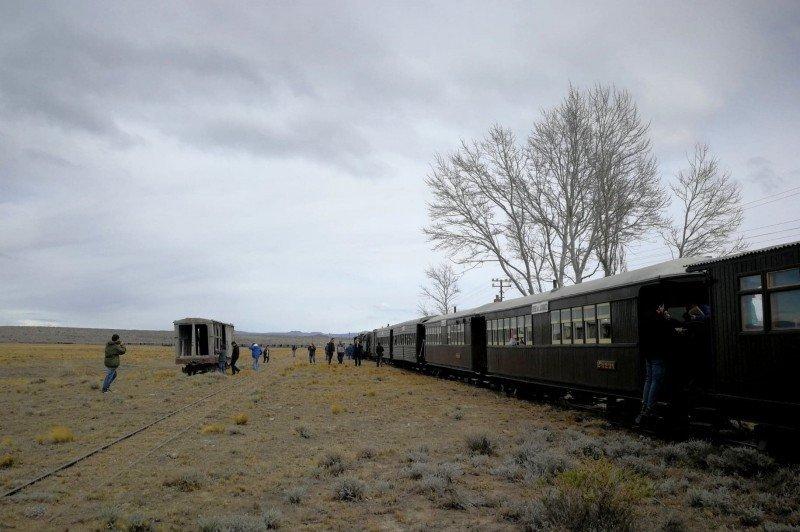 El original tren a vapor de trocha angosta recorre 46 kilómetros por la estepa patagónica.
