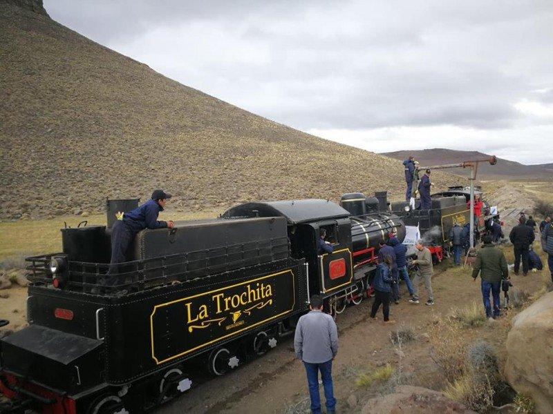 El tren consta de dos locomotoras a vapor,  cuatro coches de pasajeros y unl furgón de cola, que fueron restaurados.