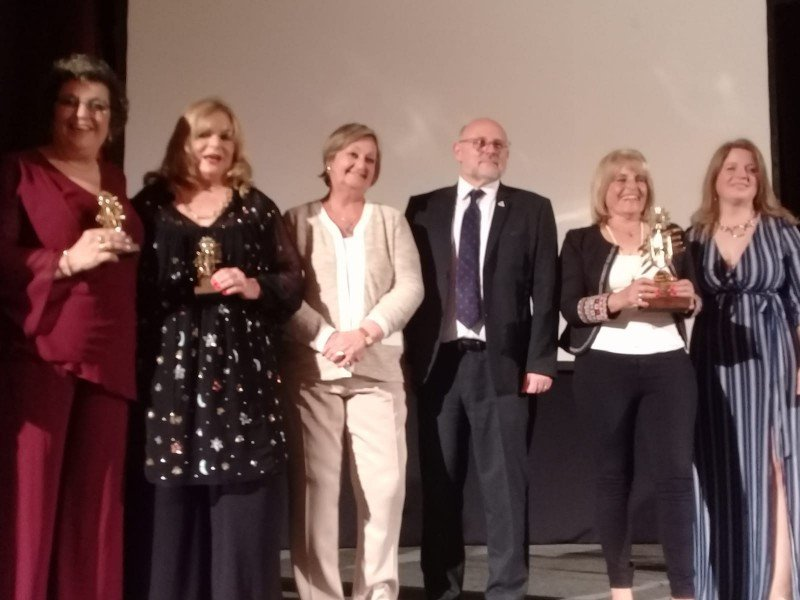 Laura Yañez, Silvia Klemenciewicz, Liliam Kechichian, Juan Martínez, Mirtha Bonilla y Marina Cantera en la entrega de premios. Foto: María Shaw