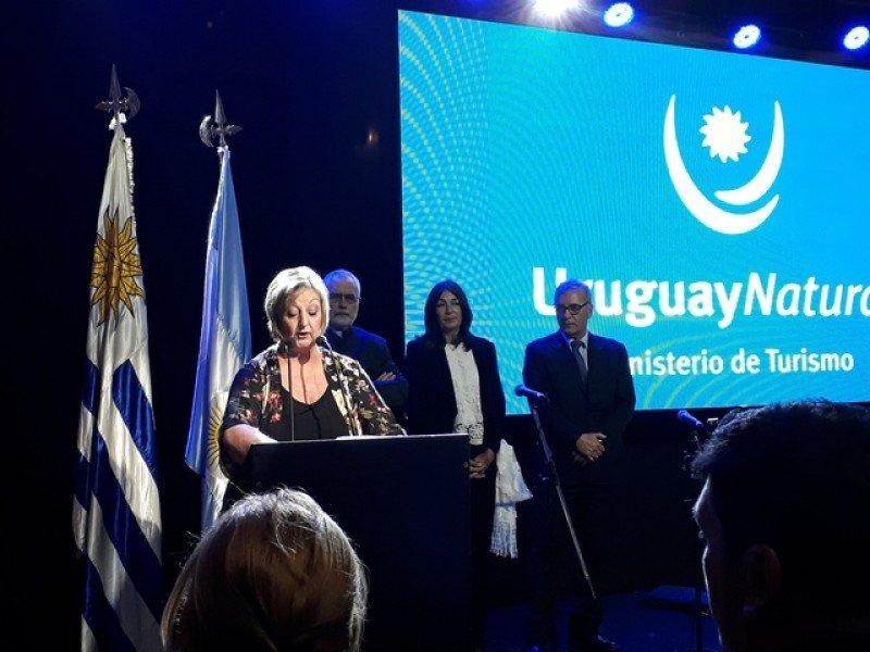 Equipo del Ministerio de Turismo de Uruguay en el lanzamiento de la temporada 2018-2019 en Buenos Aires, en el marco de la FIT 2018.