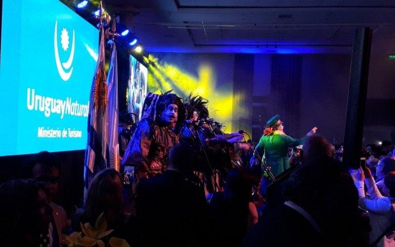 La murga Agarrate Catalina ha actuado en el stand de Uruguay y en la presentación de la noche del lunes.