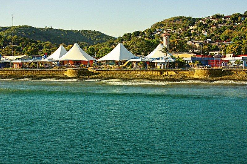 El popular Puerto de La Libertad tendrá nuevos atractivos cuando sean concluidas las obras de la Plaza Marinera.