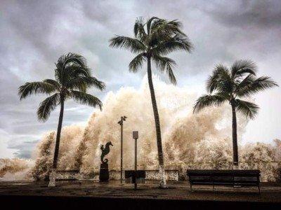 Efectos del paso de Willa en el malecón de Puerto Vallarta. Foto: Edgar Garnica