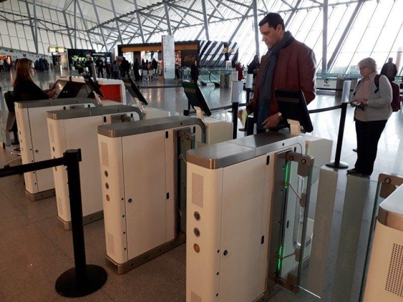El aeropuerto de Carrasco continúa incorporando procedimientos tecnológicos en las distintas etapas de tránsito de los pasajeros.