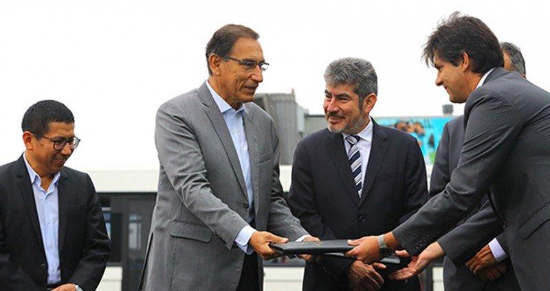 Presidente de Perú entrega terrenos para la ampliación del aeropuerto de Lima