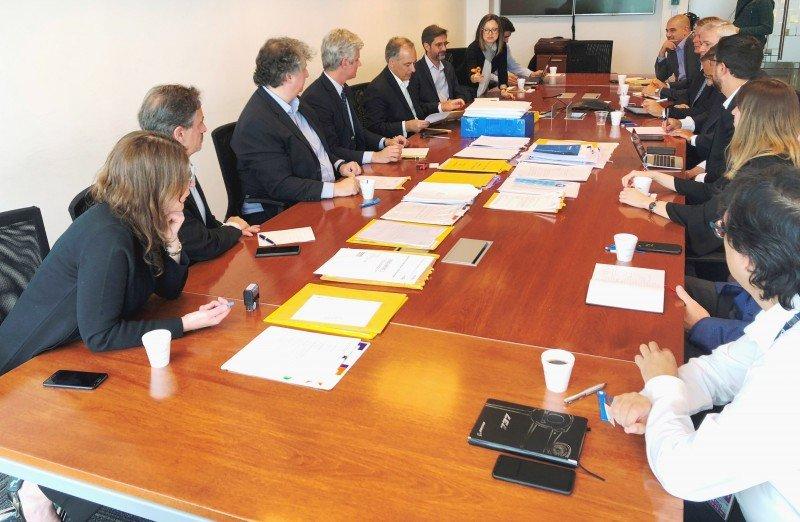 Hay 20 compañías interesadas en proveer las aeronaves para el recambio de la flota Embraer.