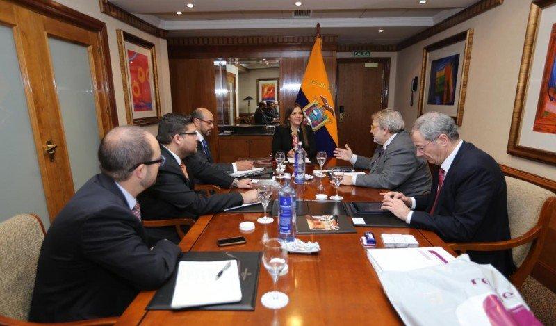 La Vicepresidenta de la República en España mantuvo una reunión con los representantes de la operadora ferroviaria RENF