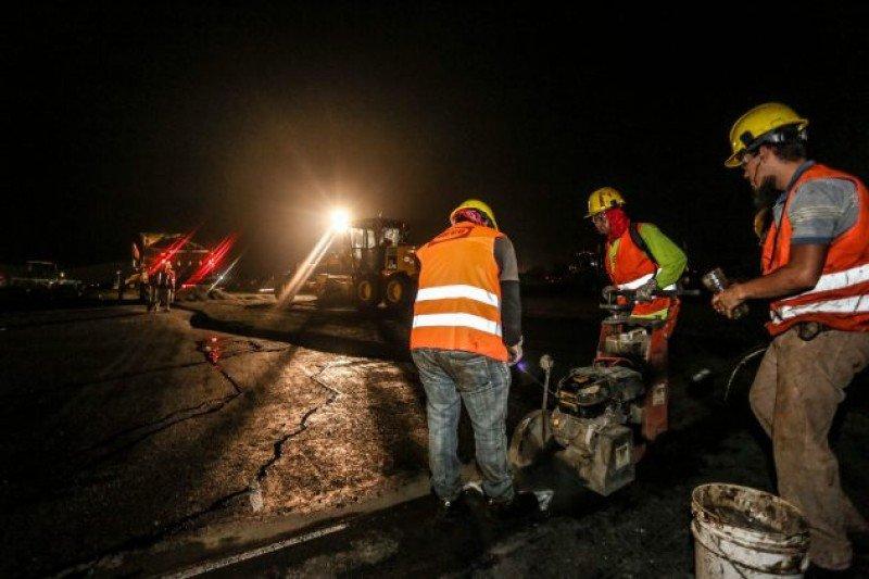 El presidente Carlos Alvarado participó de una inspección nocturna por las obras.