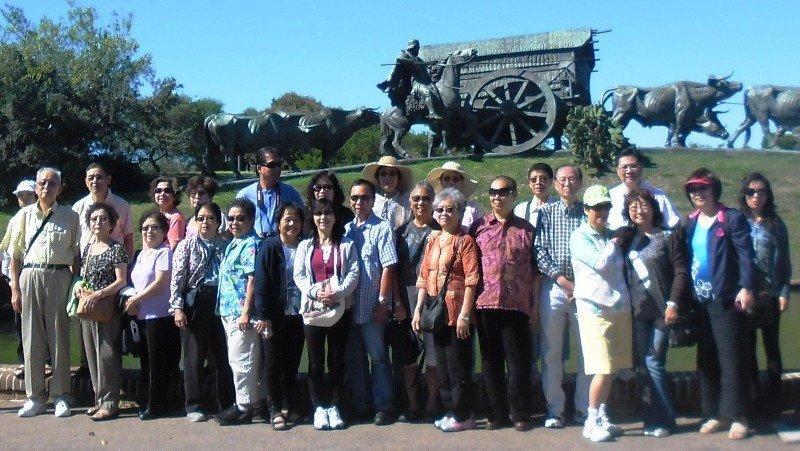 Grupo de turistas chinos en Montevideo.