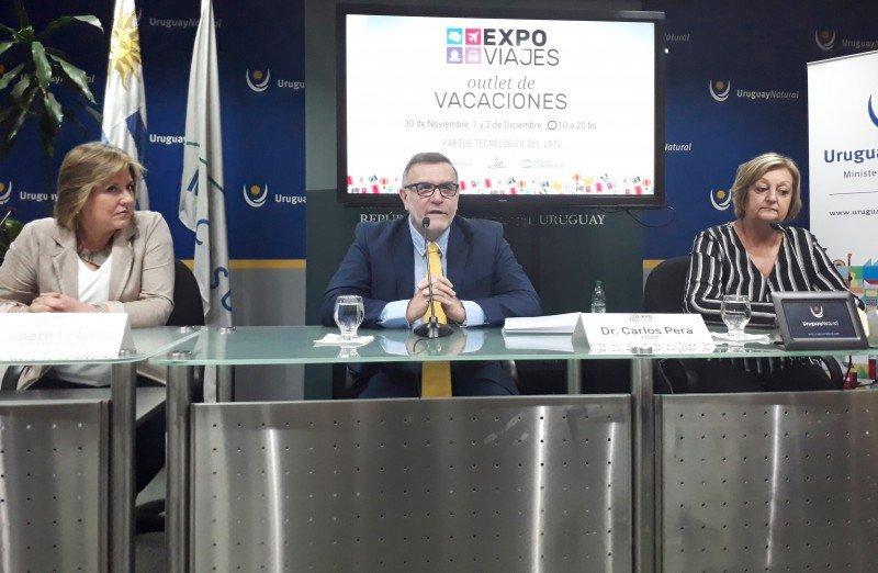 Elizabeth Villalba (directora de Turismo de Montevideo); el presidente de AUDAVI, Carlos Pera y la ministra Liliam Kechichian en el lanzamiento de ExpoViajes.