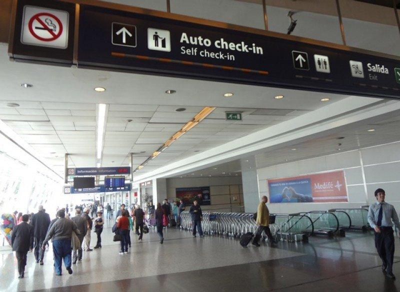 El descenso de pasajeros en Aeroparque fue compensado por el incremento de operaciones en el interior de Argentina.
