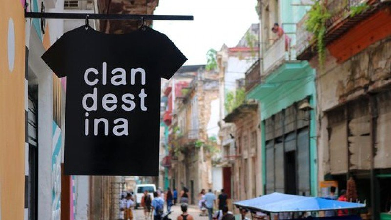La marca de ropa Clandestina es la primera de Cuba en vender online.
