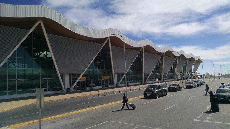 El aeropuerto El Loa de Calama fue remodelado y ampliado en 2014 y tiene capacidad para 4,5 millones de pasajeros anuales.