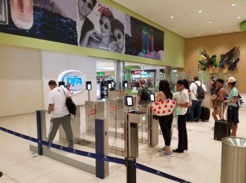 Aeropuerto de Punta Cana mejora tránsito de pasajeros con puertas automatizadas