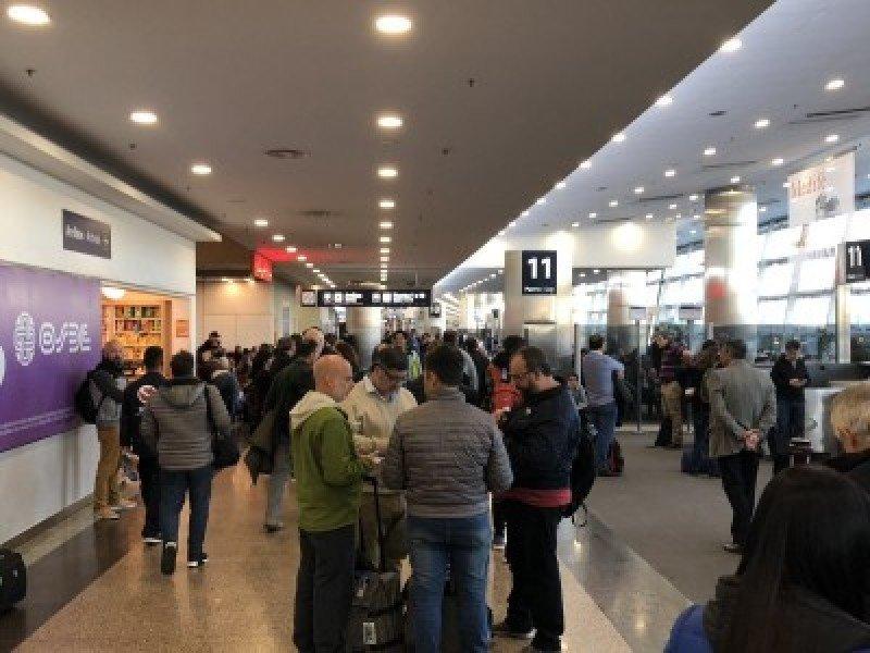 El martes también habrá demoras de vuelos en Argentina