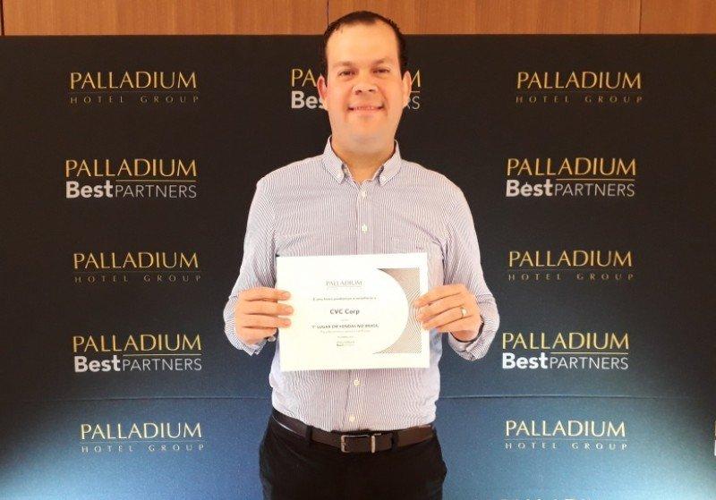 Rodrigo Galvão, gerente de producto de Caribe y México de CVC Corp, distinguido por Palladium en Costa Mujeres.