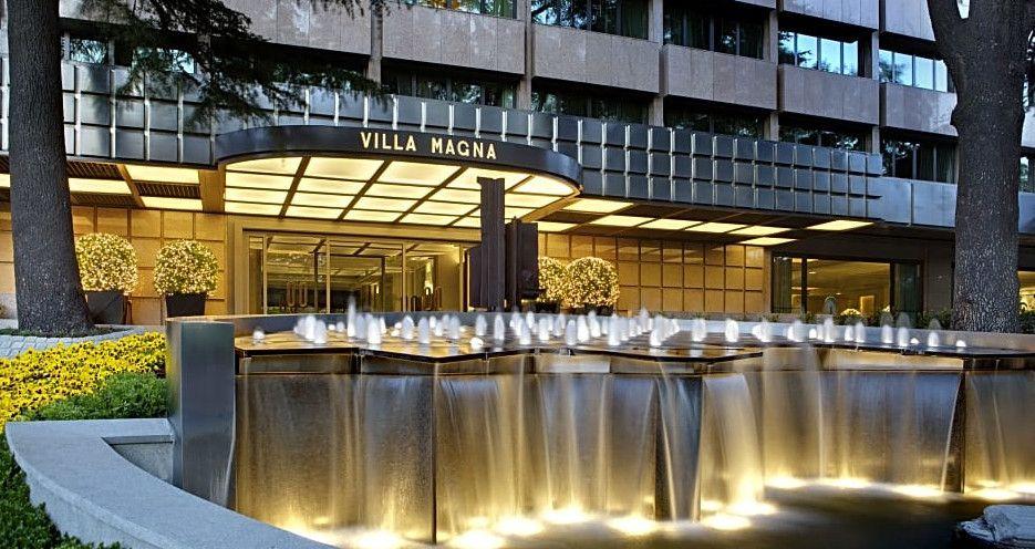 El lujoso hotel Villa Magna cuenta con 150 habitaciones y disfruta de una ubicación estratégica en el Paseo de la Castellana de Madrid.