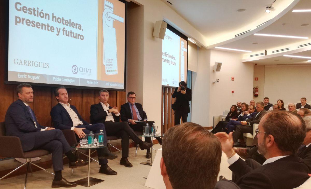 De izquierda a derecha: Enric Noguer, Pablo Carrington, Javier Arús y José Manuel Cardona, socio de Turismo & Hoteles de Garrigues.