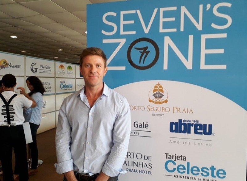 Claudio Dorner en el espacio Seven´s Zone de la feria ExpoViajes.