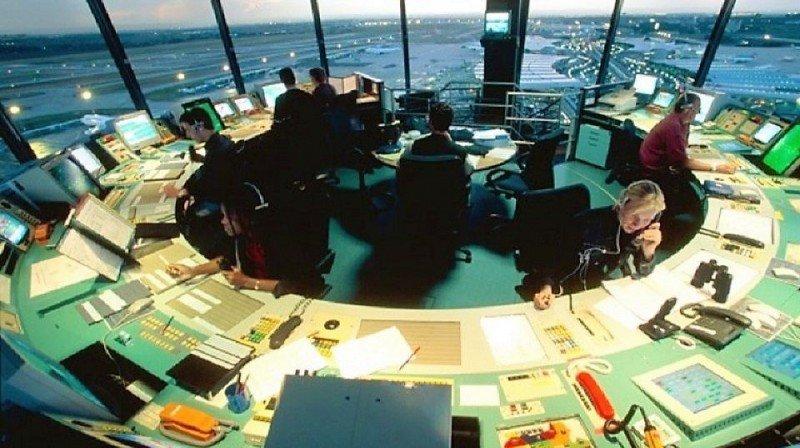Torre de control del Aeropuerto de París Charles de Gaulle.