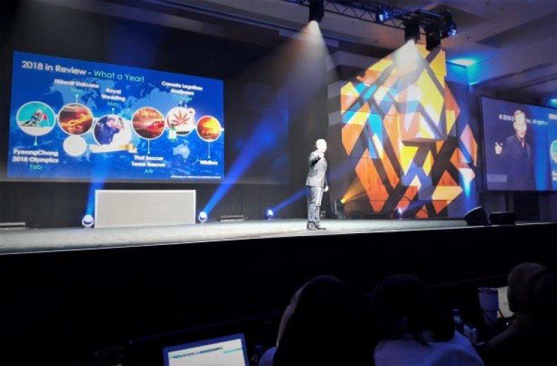 Expedia está más alerta a los movimientos de Google que a los de Booking.com, afirmó Mark Okerstrom en la convención de la compañía en Las Vegas.