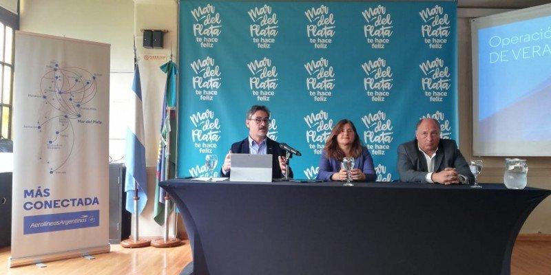 En la foto: Marcelo Cantón, director de asuntos corporativos y comunicaciones; Gabriela Magnoler, titular del Emtur y Mariano Quevedo, gerente comercial regional